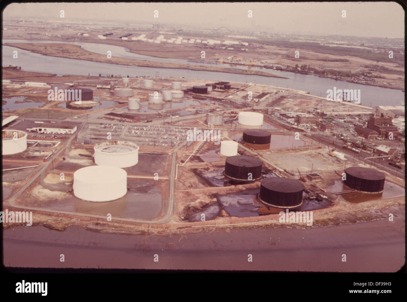 AMERICAN CYANIMID AND BP STORAGE TANKS ON THE NEW JERSEY SIDE OF ARTHUR  KILL, WITH