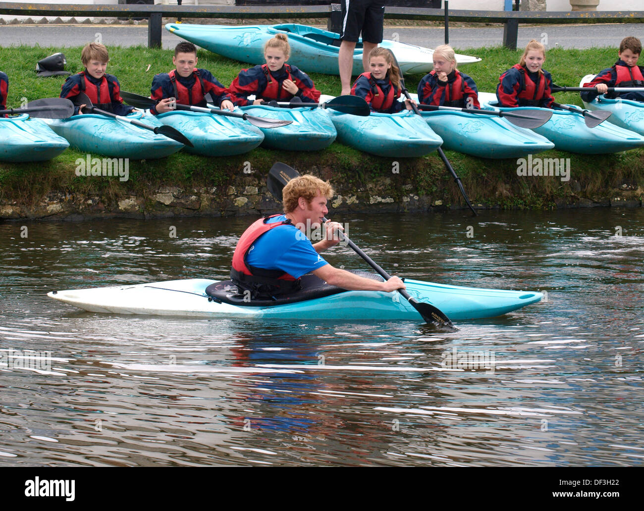 Children being instructed on how to kayak, UK 2013 - Stock Image