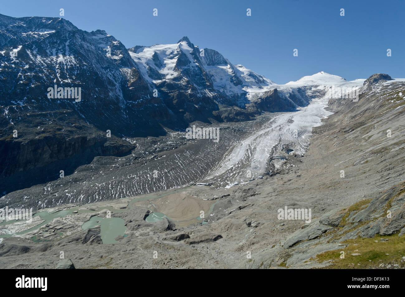 Austria / Hohe Tauern National Park - Impacts of Climate Change: glacier melting. Pasterze glacier beneath Mount Grossglockner. - Stock Image