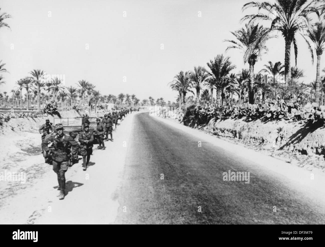 The image from the Nazi Propaganda! depicts soldiers of the German Wehrmacht advancing in Africa, published on 28 March 1941. Place unknown. Photo: Berliner Verlag/Archiv - Stock Image