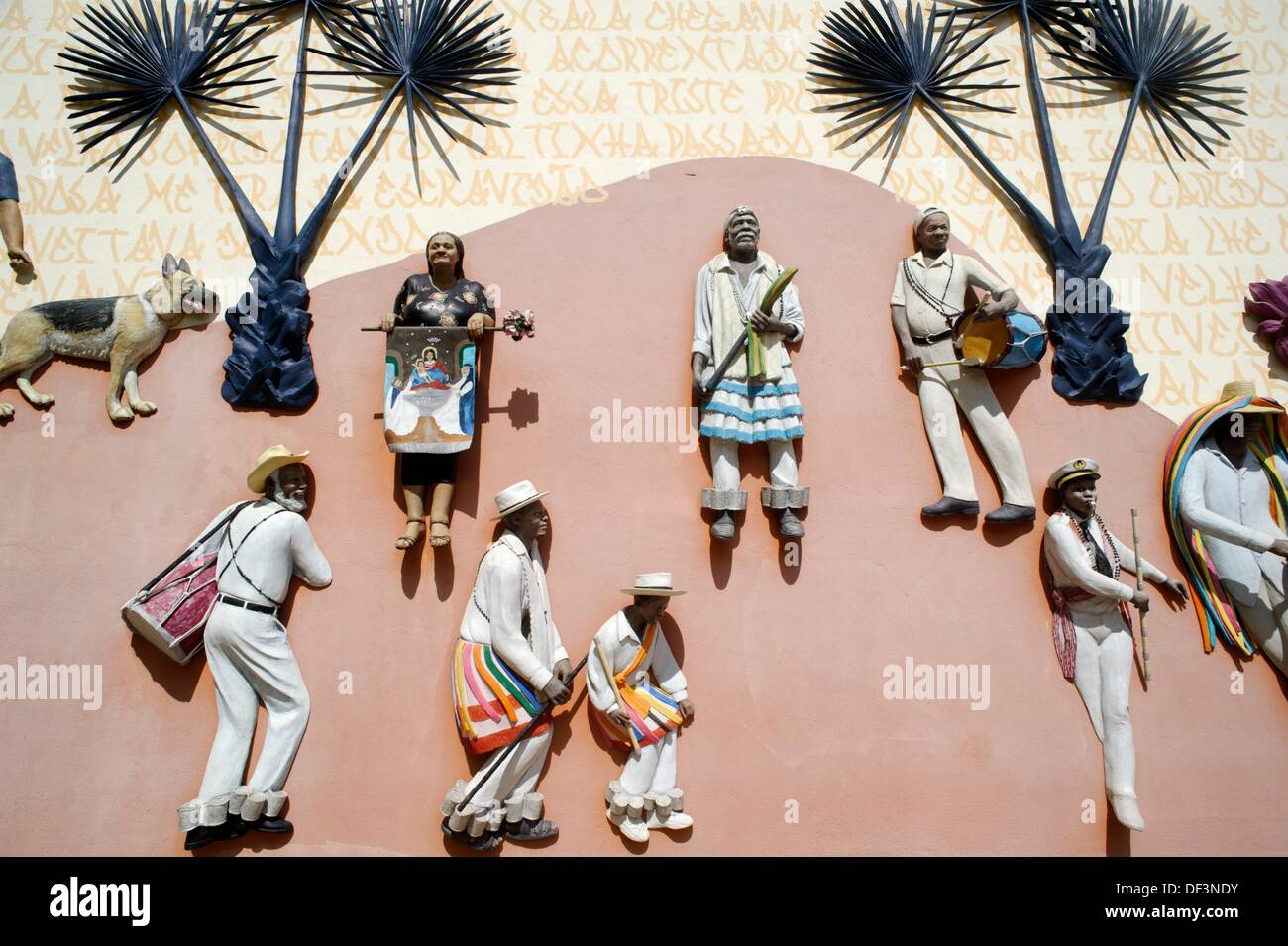 John Ahearn´s sculptural murals, Instituto Cultural Inhotim, contemporary art museum with nine galleries and several - Stock Image