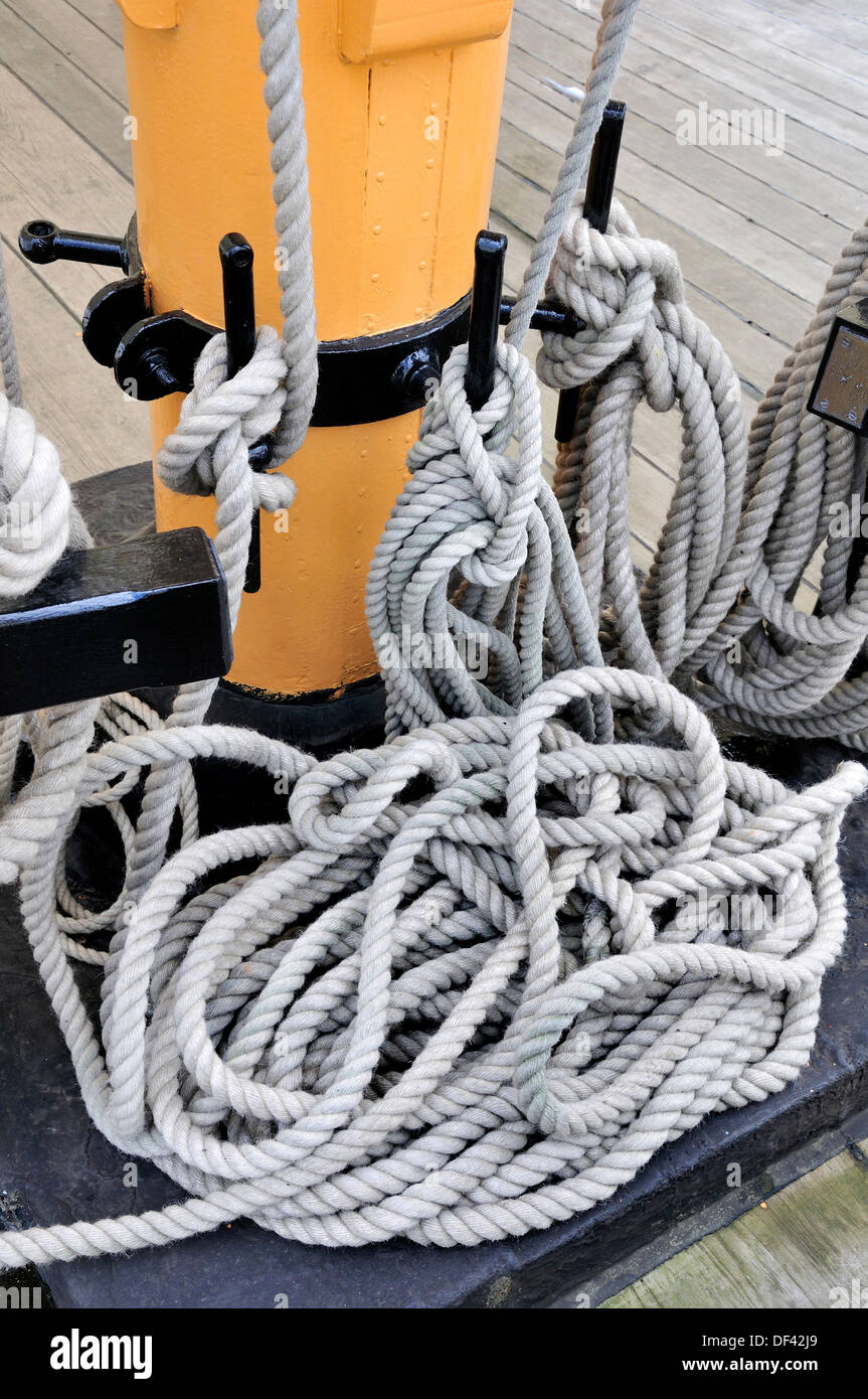 Chatham, Kent, England, UK. Chatham Historic Dockyard. HMS Gannet - ropes secured to cleats on the mast - Stock Image