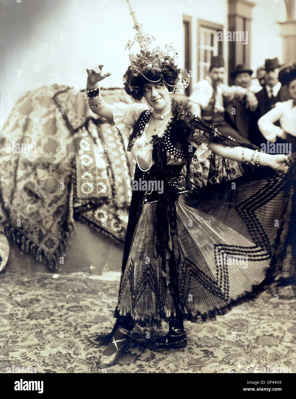 Female Dancer at the Louisiana Purchase Exposition, Also known as Saint Louis World's Fair, Saint Louis, Missouri, USA, 1904 - Stock Image