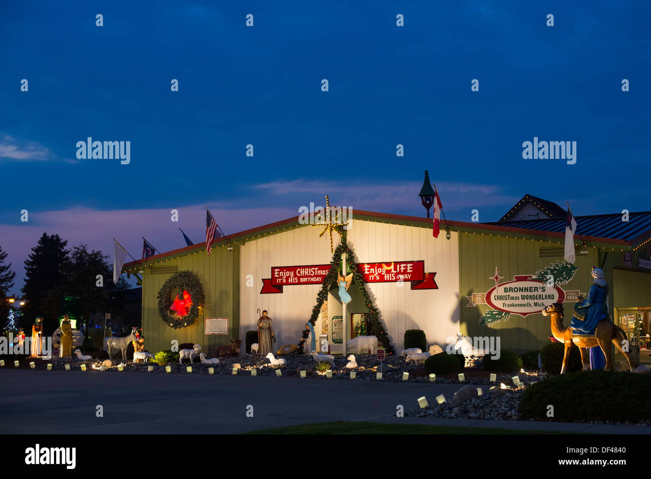 frankenmuth michigan bronners christmas wonderland the worlds largest christmas store stock