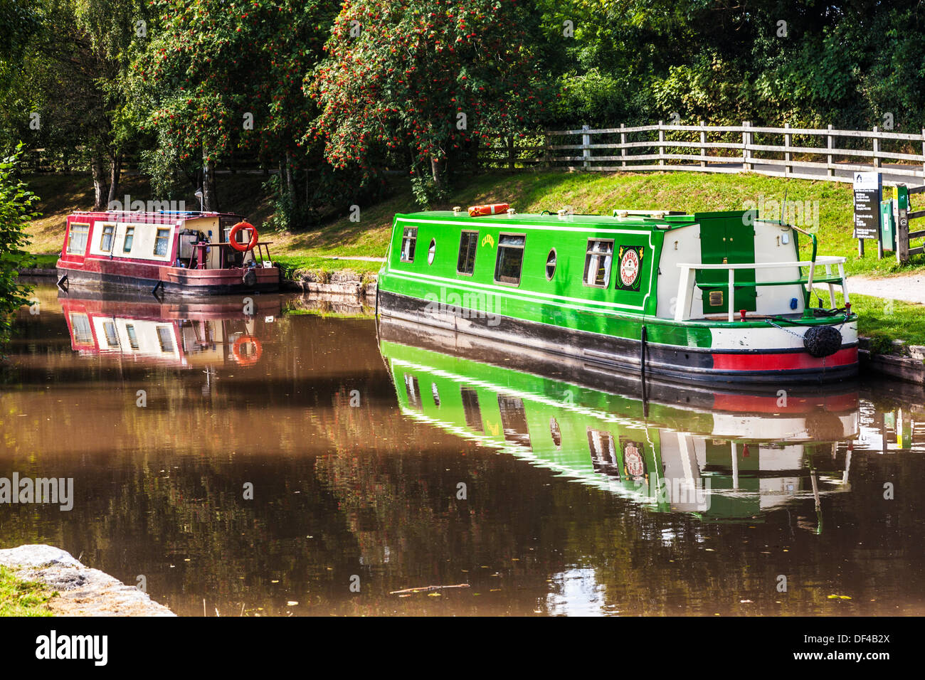 Narrowboats moored along the Monmouthshire and Brecon Canal at Llangynidr lock in the Brecon Beacons National Park. - Stock Image