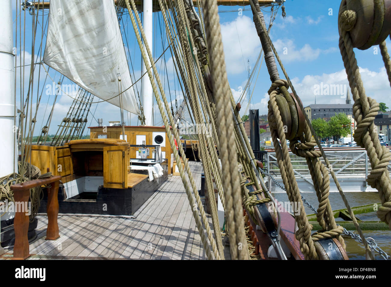 The Dunbrody Famine ship, full scale replica of the original boat built in 1845 wich transported emigrants to North America, - Stock Image