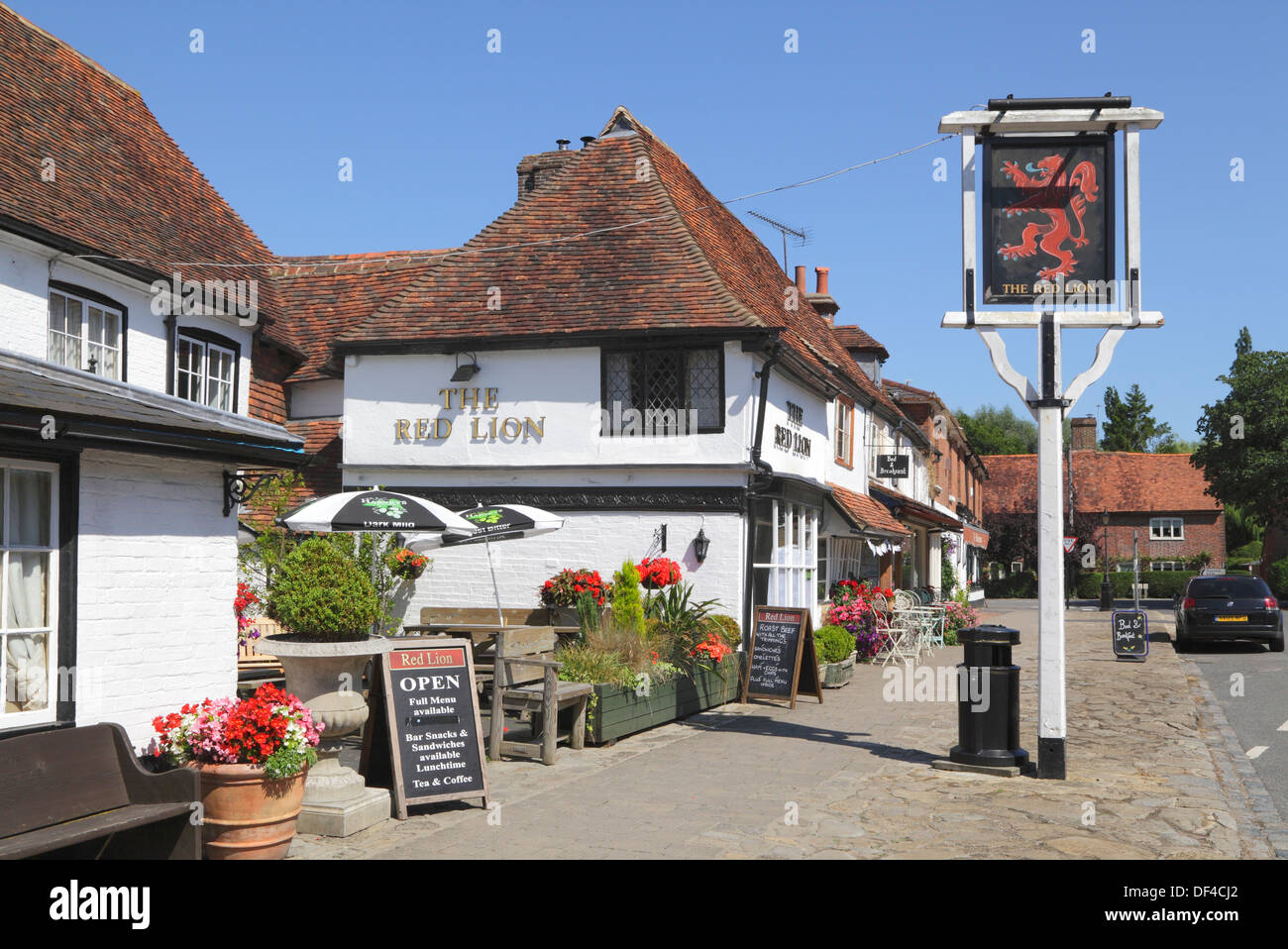 Biddenden, The Red Lion village pub and The Bakehouse Tea Rooms Kent, England, Britain, UK - Stock Image