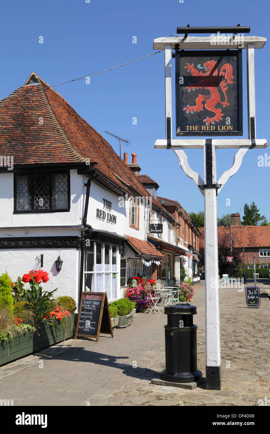 Biddenden, Kent, The Red Lion village pub and The Bakehouse tea rooms, England, Britain, UK - Stock Image