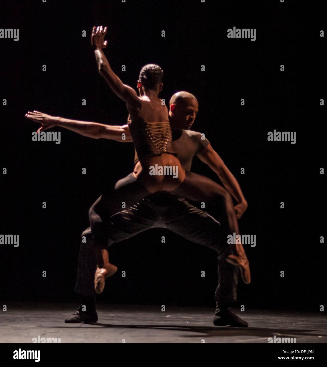 Sadler's Wells, London. 27th Sept, 2013. Part of Indigo Rose choreographed by Jirí Kylián , one of a triple bill by Cedar Lake Contemporary Ballet, Sadler's Wells. London. 27/09/13 Credit:  Carole Edrich/Alamy Live News - Stock Image
