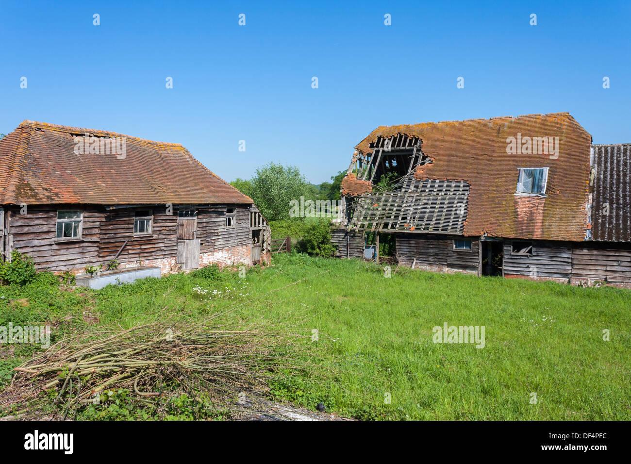 Old decrepit buildings in a rural English farmyard, Bucklebury, Berkshire, England, GB, UK. - Stock Image