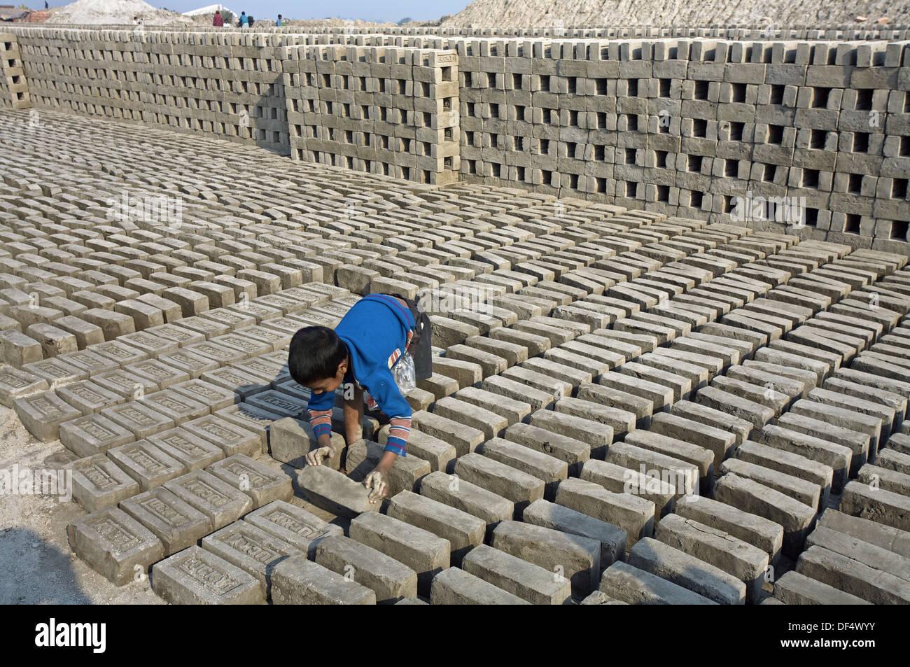 Children working on a brick factory. Near Kolkata. Ganges River. India. - Stock Image