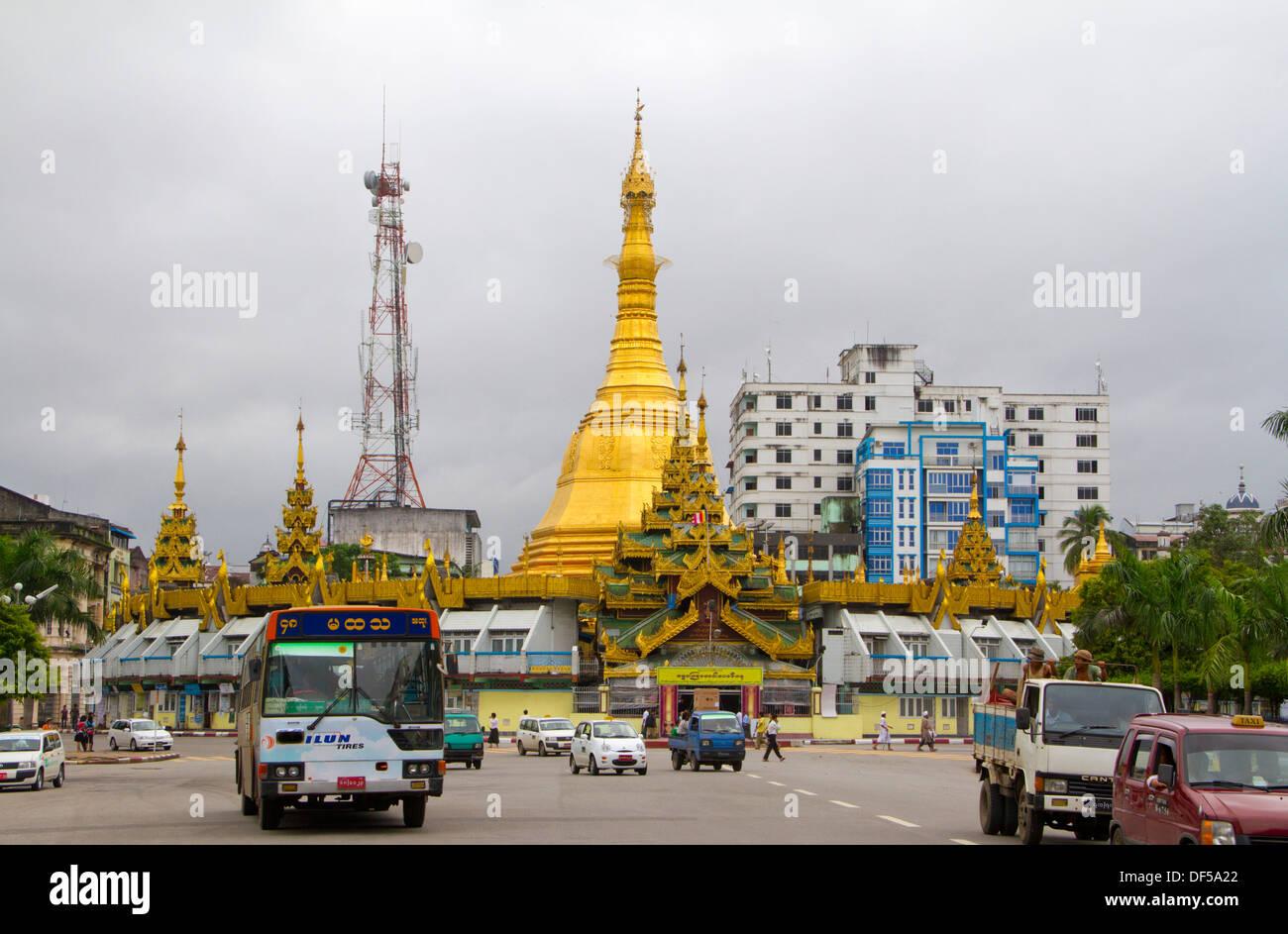 Traffic drives past Sule Paya in Yangon, Burma. - Stock Image