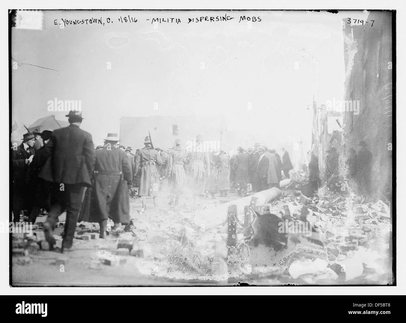 E. Youngstown, O., 1/8/16 -- Militia Dispersing mobs (LOC) - Stock Image