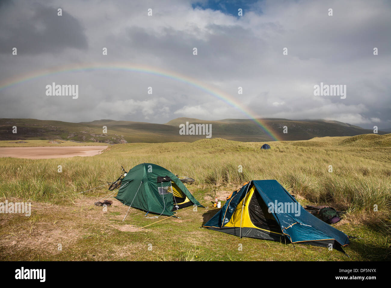 Tents at Sandwood bay in Sutherland ,Scotland - Stock Image