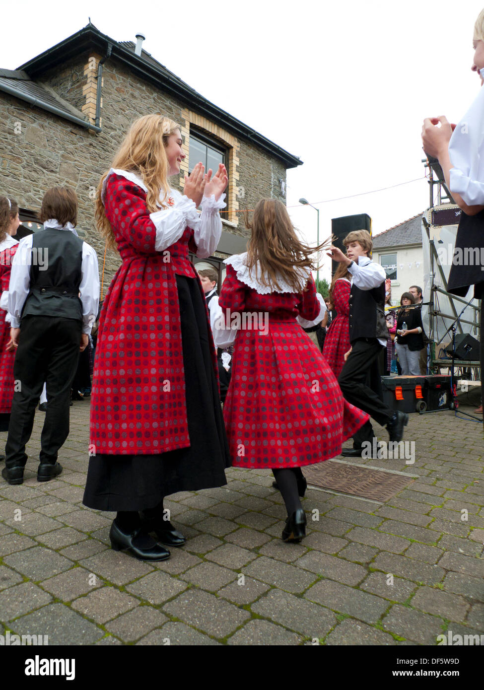 Llandovery, Wales, UK. Sat 28th Sept 2013.  Children from Menter Bro Dinefwr perform traditional Welsh folk dances Stock Photo