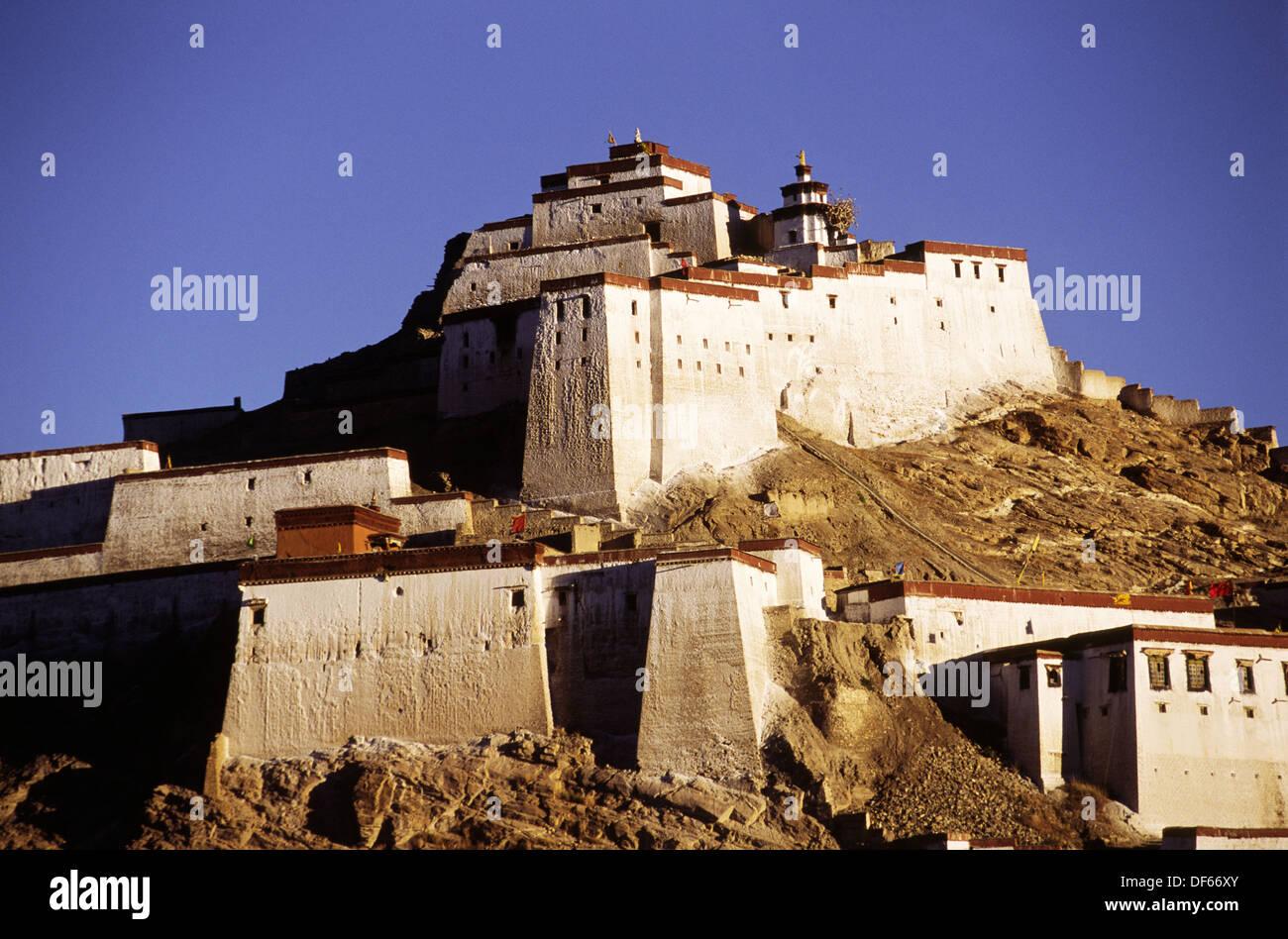 14 century Gyantse fort; now a Anti-British Imperialist Museum inside. Gyantse. Tibet. China - Stock Image