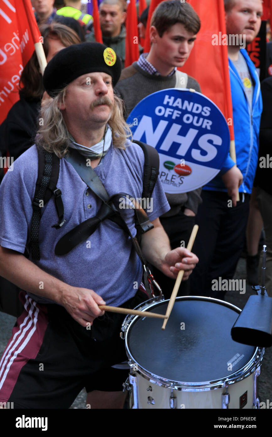 Manchester, UK. 29 Sept 2013. Crowds protest at Government cuts in Manchester. Credit:  Steven Purcell/Alamy Live News - Stock Image
