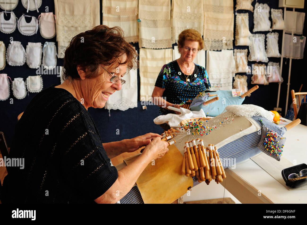 Artisan women of the Asociacion Palillada of bobbin lace, a symbolic weaving artwork of the village of Camariñas, Galicia, Spain - Stock Image