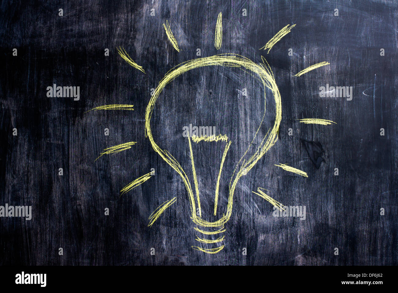 Chalk drawing of light bulb on blackboard - Stock Image