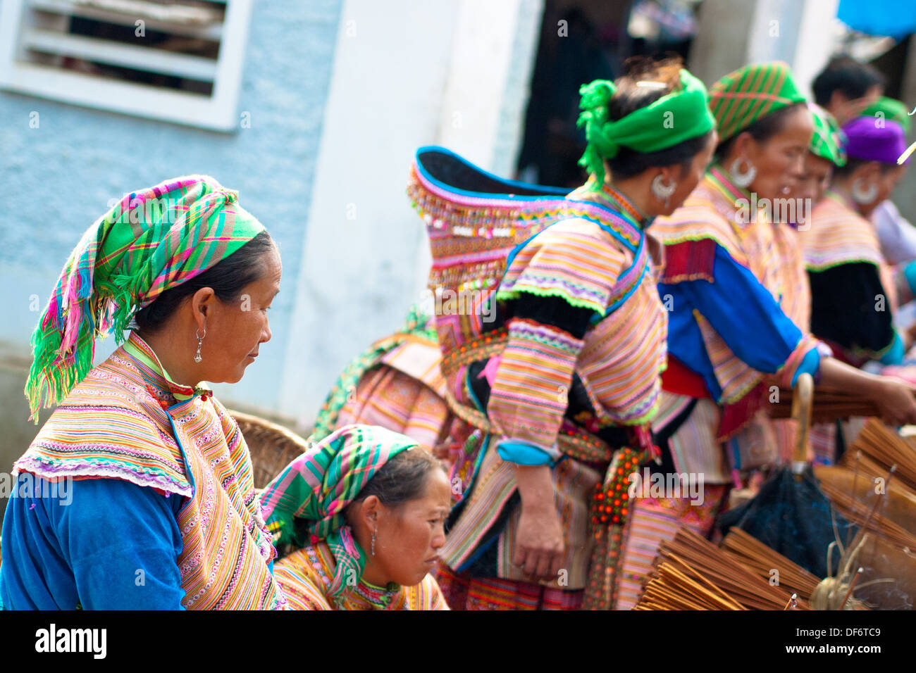 Flower Hmong women at the Bac Ha Sunday morning market in Bac Ha, Lao Cai Province, Vietnam. - Stock Image