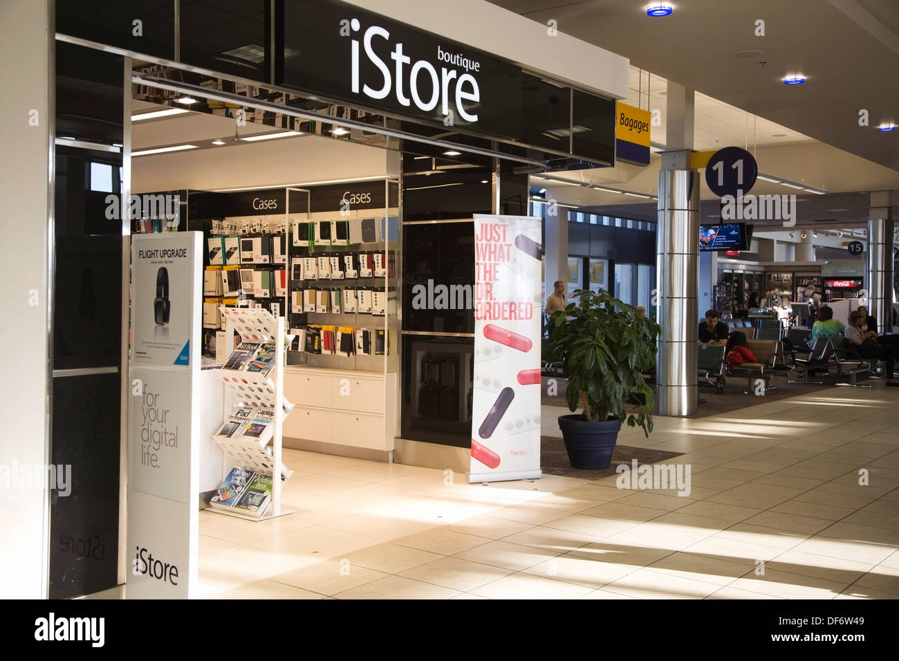 istore boutique in airport - Stock Image