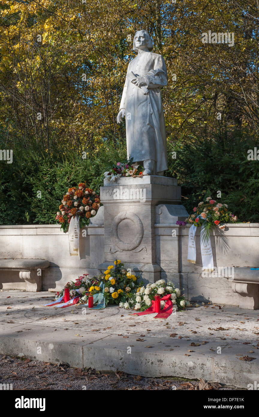 Franz Liszt Memorial, marble statue on a pedestal, with garlands, in Park an der Ilm park, Weimar, Thuringia, Germany - Stock Image