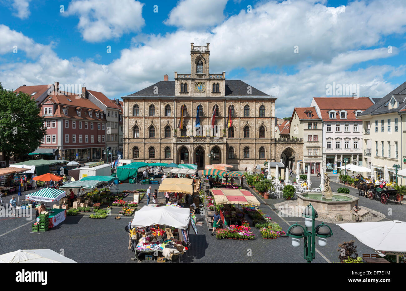 Market square with weekly market, Town Hall at back, Weimar, Thuringia, Germany - Stock Image