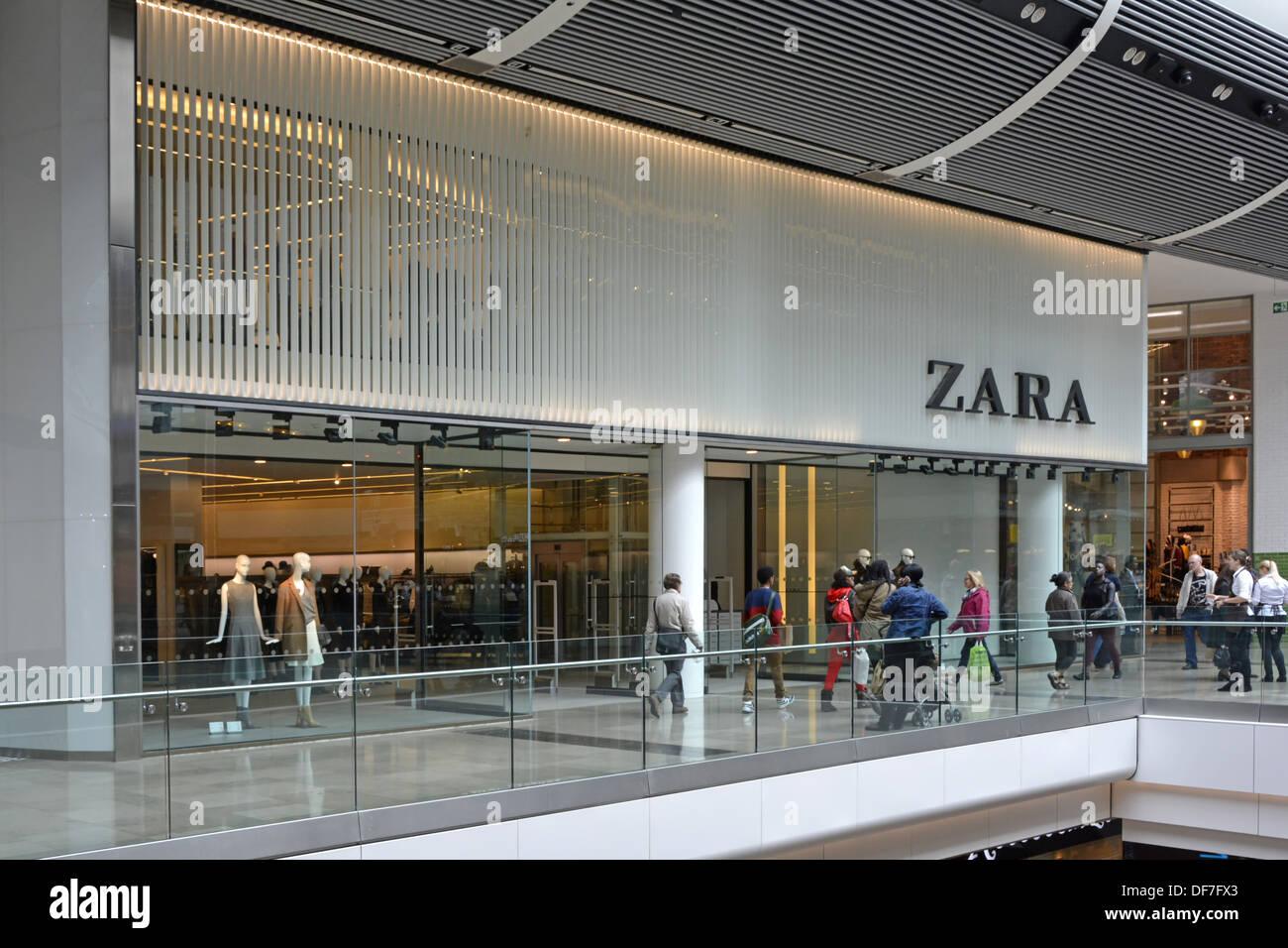 Zara shop front in shopping mall Stock Photo  61017099 - Alamy 71a5b7b1b0