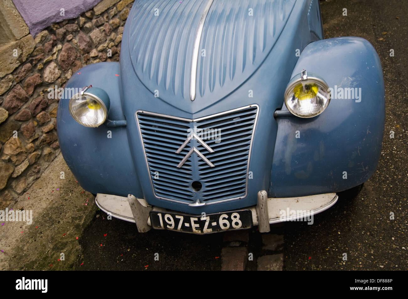 Bonnet, headlights and registration plate of an old Citroen 2CV ...