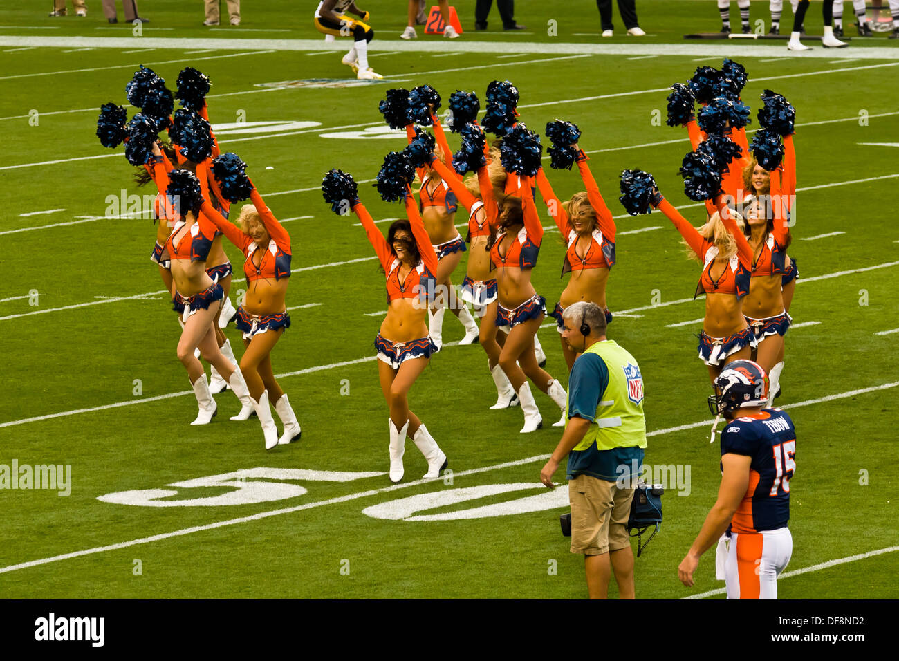 Denver Broncos Cheerleaders, Denver Broncos vs. Pittsburgh Steelers NFL football game, Invesco Field at Mile High Stock Photo