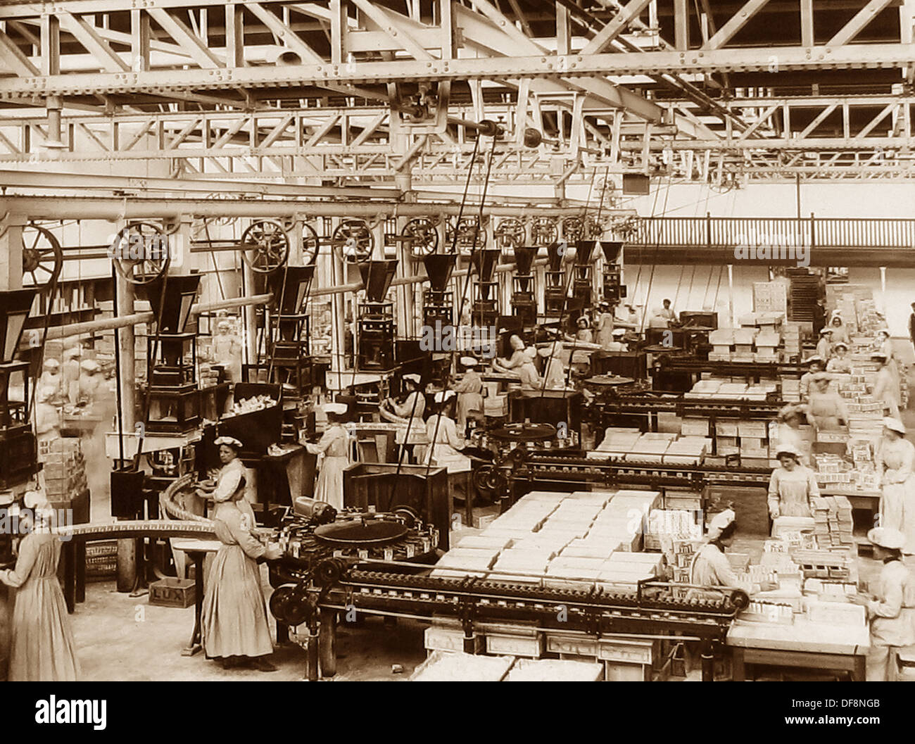 Port Sunlight - automatic packing - early 1900s - Stock Image