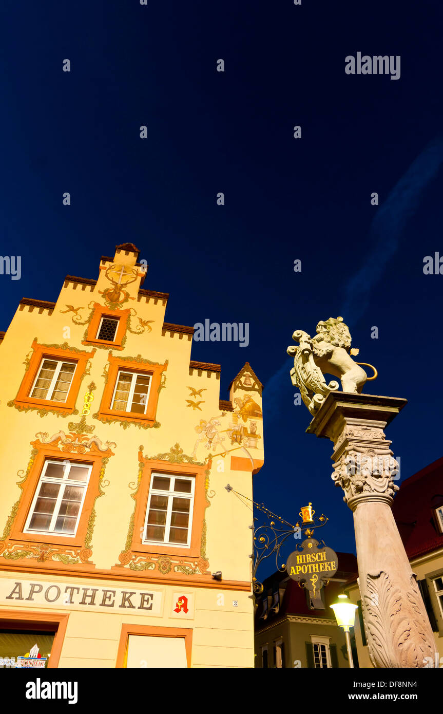 The historic Hirsch Apotheke and the Lion´s Fountain on the Fischmarkt, Offenburg, Baden-Württemberg, Germany - Stock Image