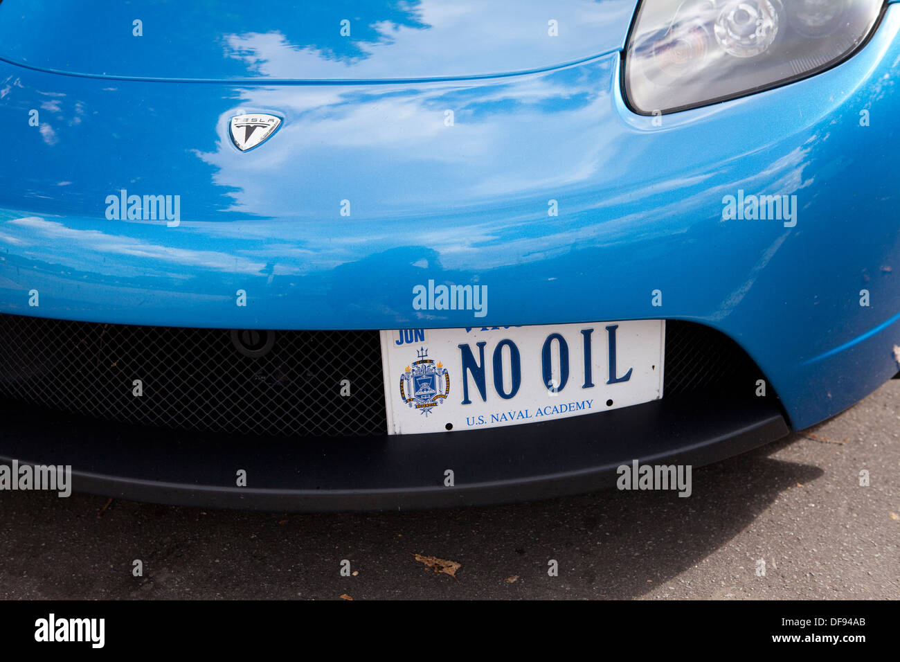 Tesla Roadster electric car with 'NO OIL' license plate - Stock Image