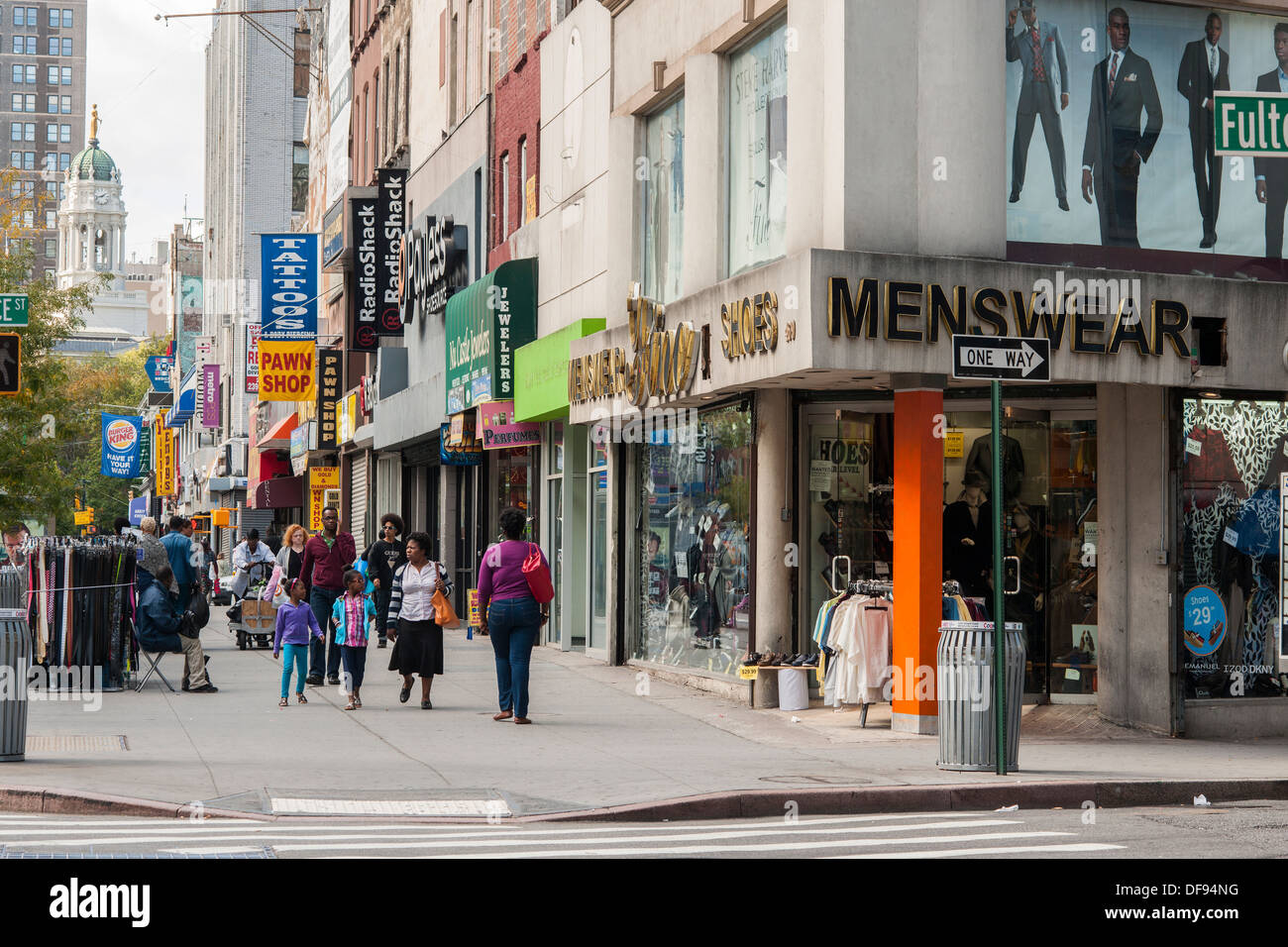 b2e0d5f2244 Stores and shopping in Downtown Brooklyn in New York Stock Photo ...
