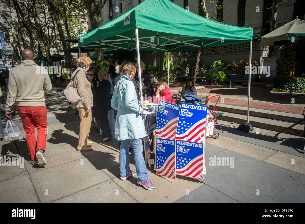 Members of the League of Women Voters celebrate National Voter Registration Day in Bryant Park in New York - Stock Image