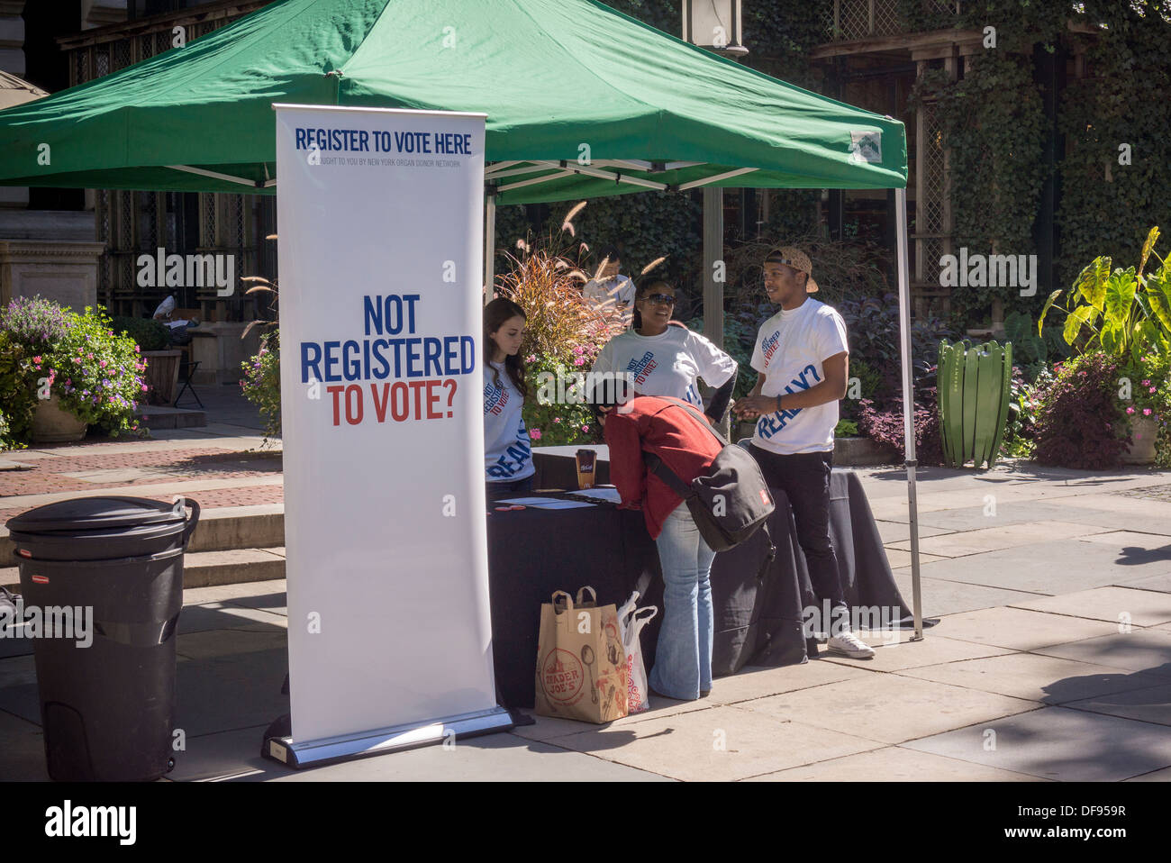 Members of the NY Organ Donor Network celebrate National Voter Registration Day in Bryant Park in New York - Stock Image