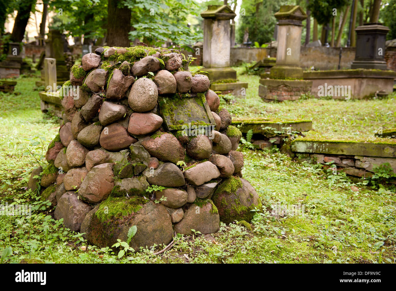 Stones On Grave Stock Photos & Stones On Grave Stock Images - Alamy
