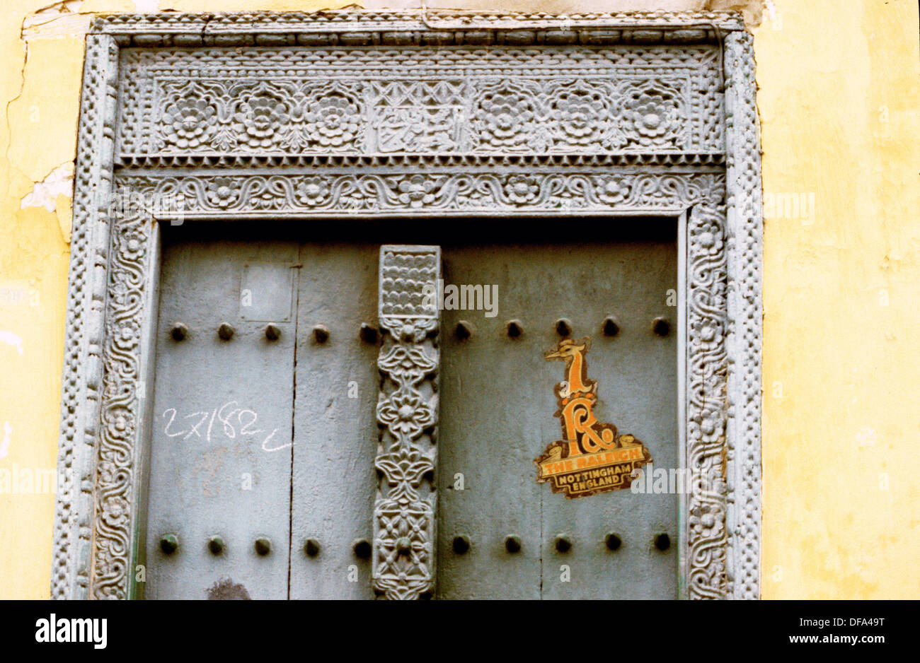 A RICHLY CARVED DOORWAY IN ZANZIBAR TANZANIA - Stock Image