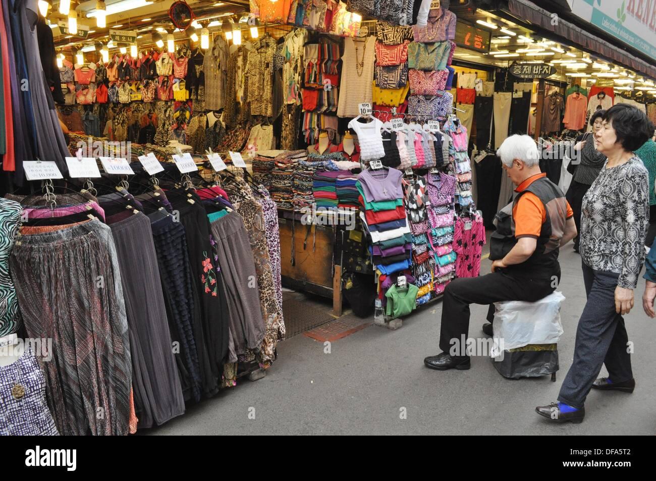Seoul (South Korea): clothes stalls at the Namdaemun Market Stock