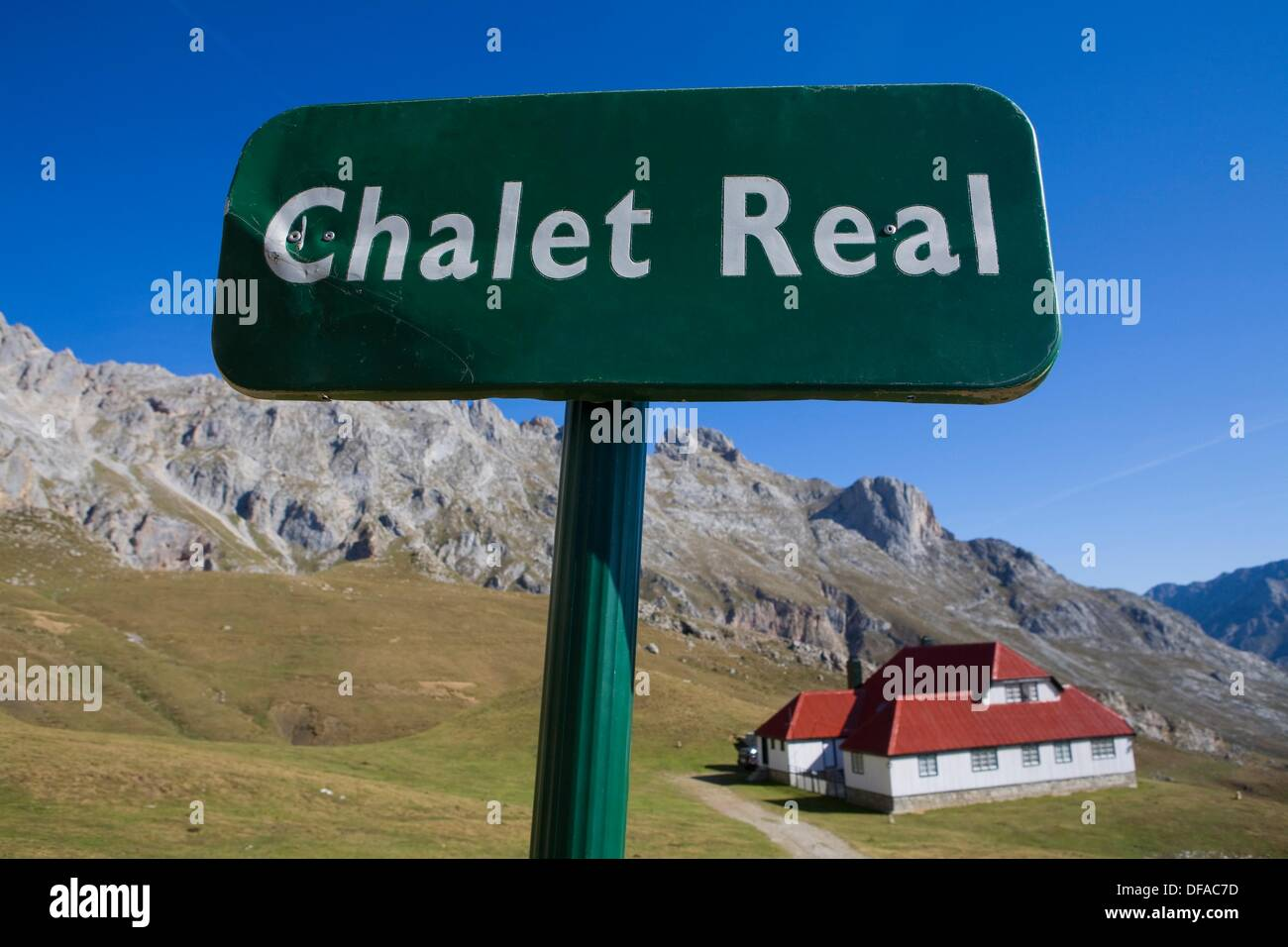 Signal or post with information in the Urrieles massif, abaut Chalet Real in the Picos de Europa National Park, Cantabria, Spain - Stock Image