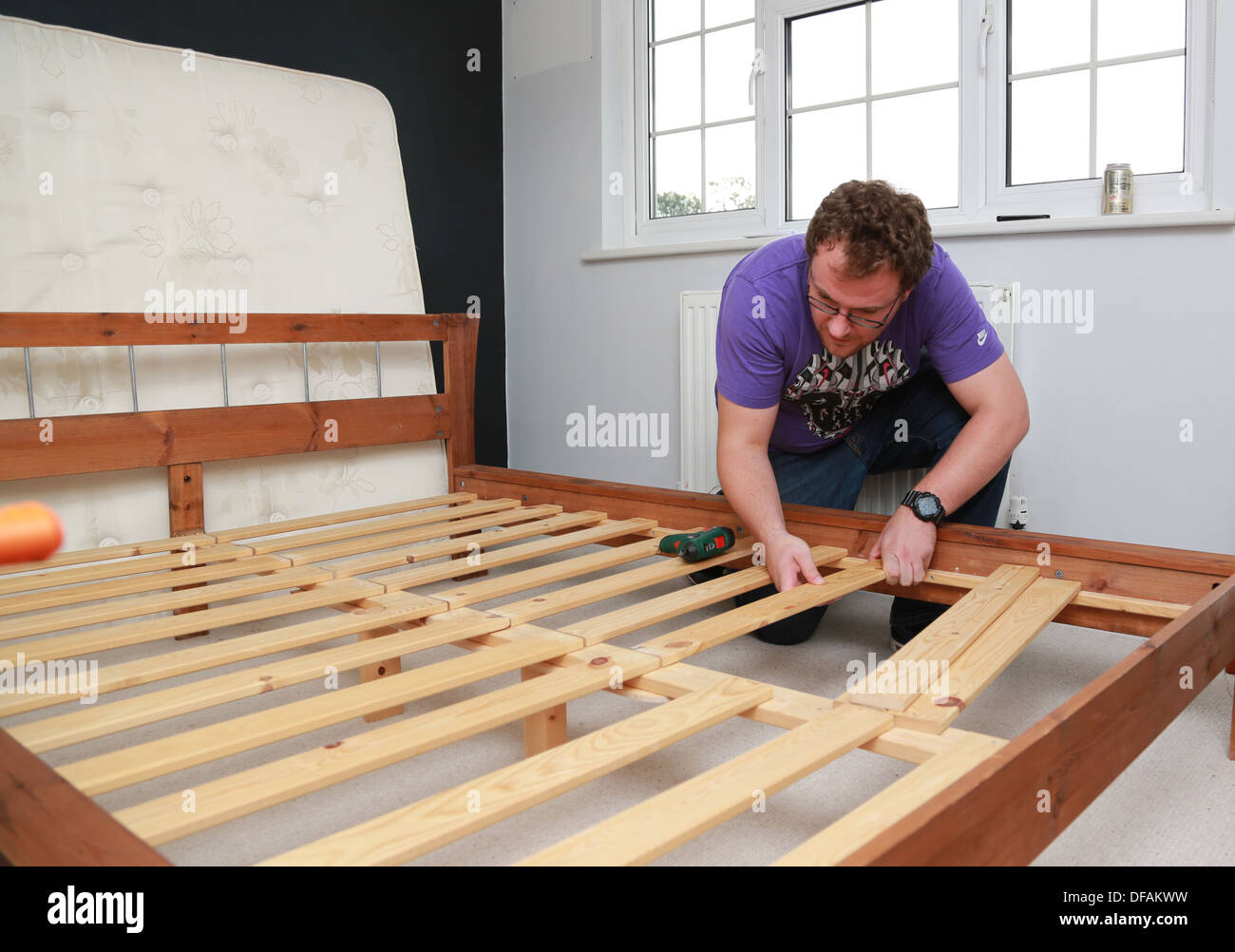 A man putting a bed together Stock Photo: 61086085 - Alamy