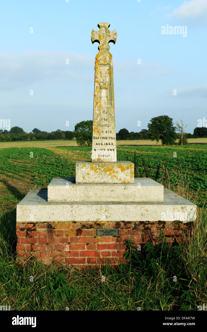 Hoxne, Suffolk, cross memorial to King Edmund - Stock Image