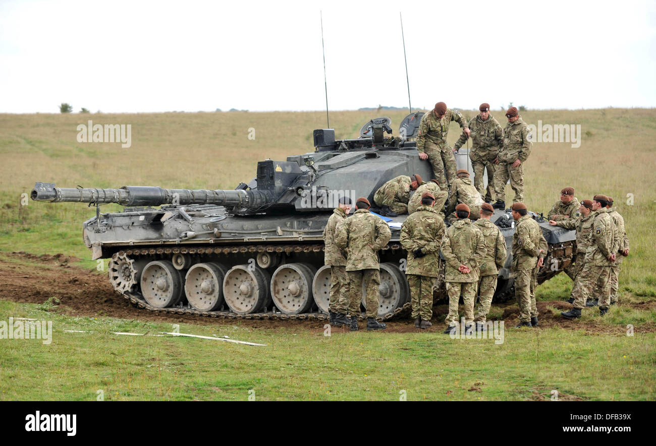 Challenger Mk ll battle tank. British Army reserve units training with the full time regular regiments, in this case the Royal Kings Hussars who are a tank regiment and operate Challenger Mk ll 60 tonne battle tanks. Salisbury Plain, UK. - Stock Image