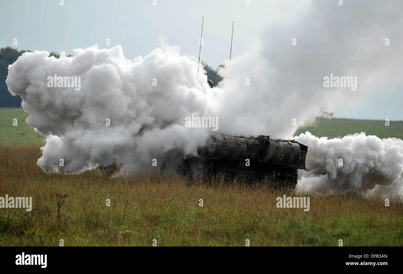 Challenger Mk ll battle tank. British Army reserve units training with the full time regular regiments, in this case the Royal Kings Hussars who are a tank regiment and operate Challenger Mk ll 60 tonne battle tanks. Salisbury Plain, UK. Picture by Geoff Moore/DMS/Alamy LIve News - Stock Image
