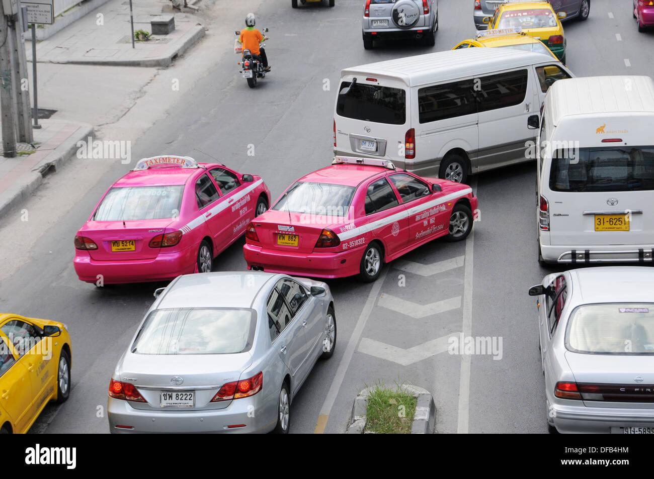 Cars when changing lanes in Bangkok Stock Photo: 61096048 - Alamy