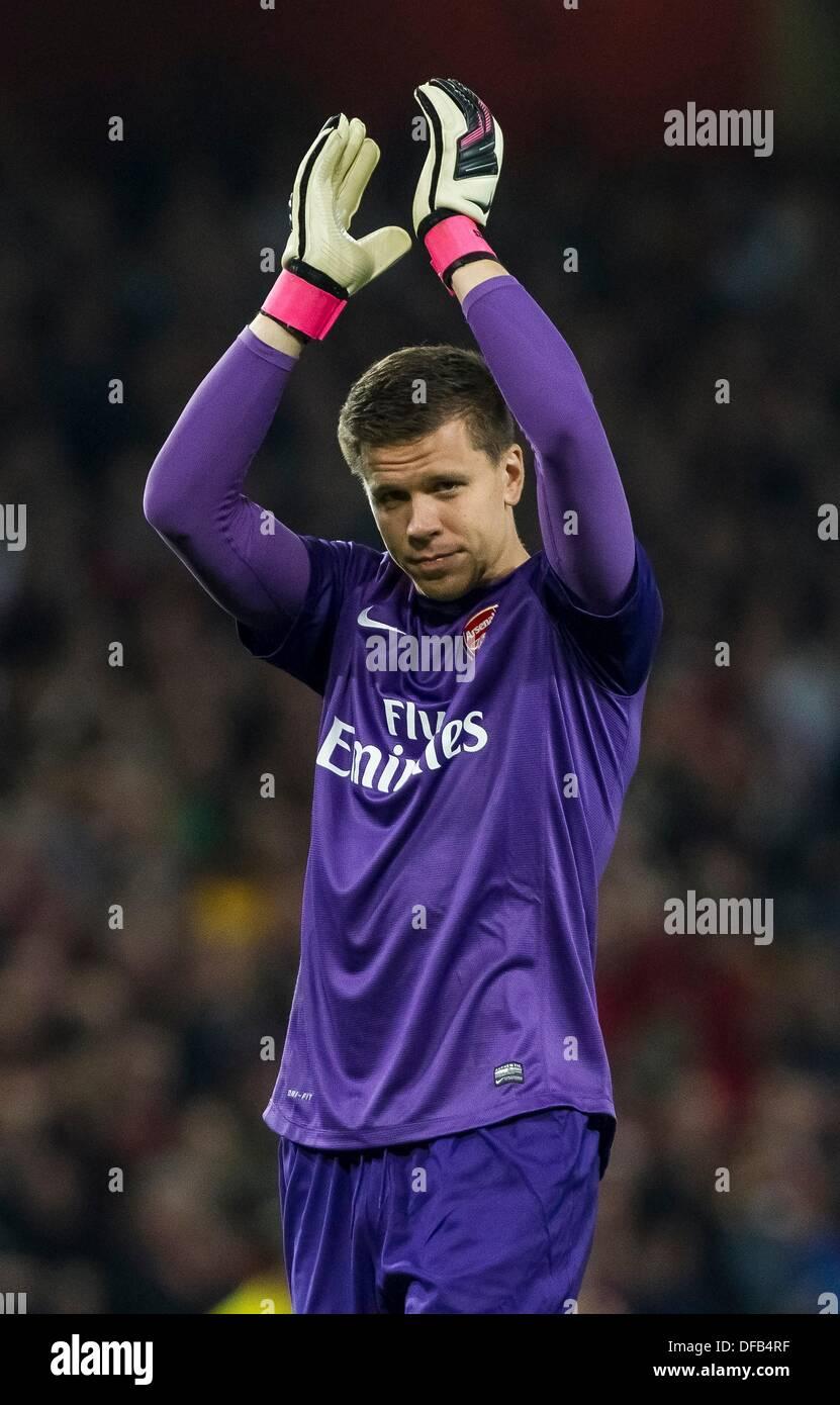 wholesale dealer d1e46 0136c Arsenal Goalkeeper Stock Photos & Arsenal Goalkeeper Stock ...