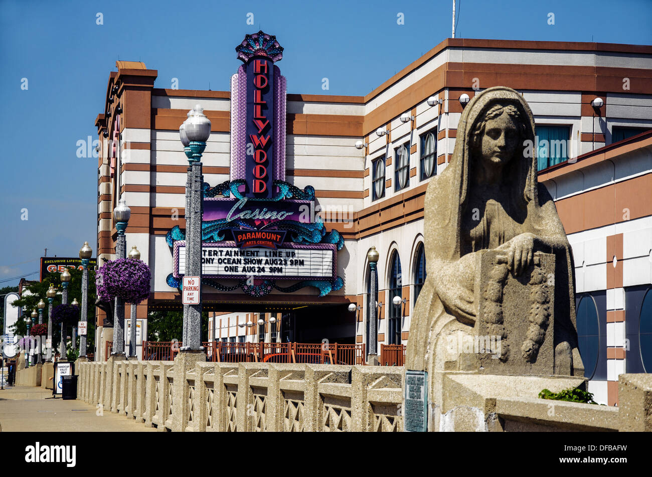 Statue on the Aurora Memorial Bridge Aurora Illinois and Hollywood Casino in the background - Stock Image