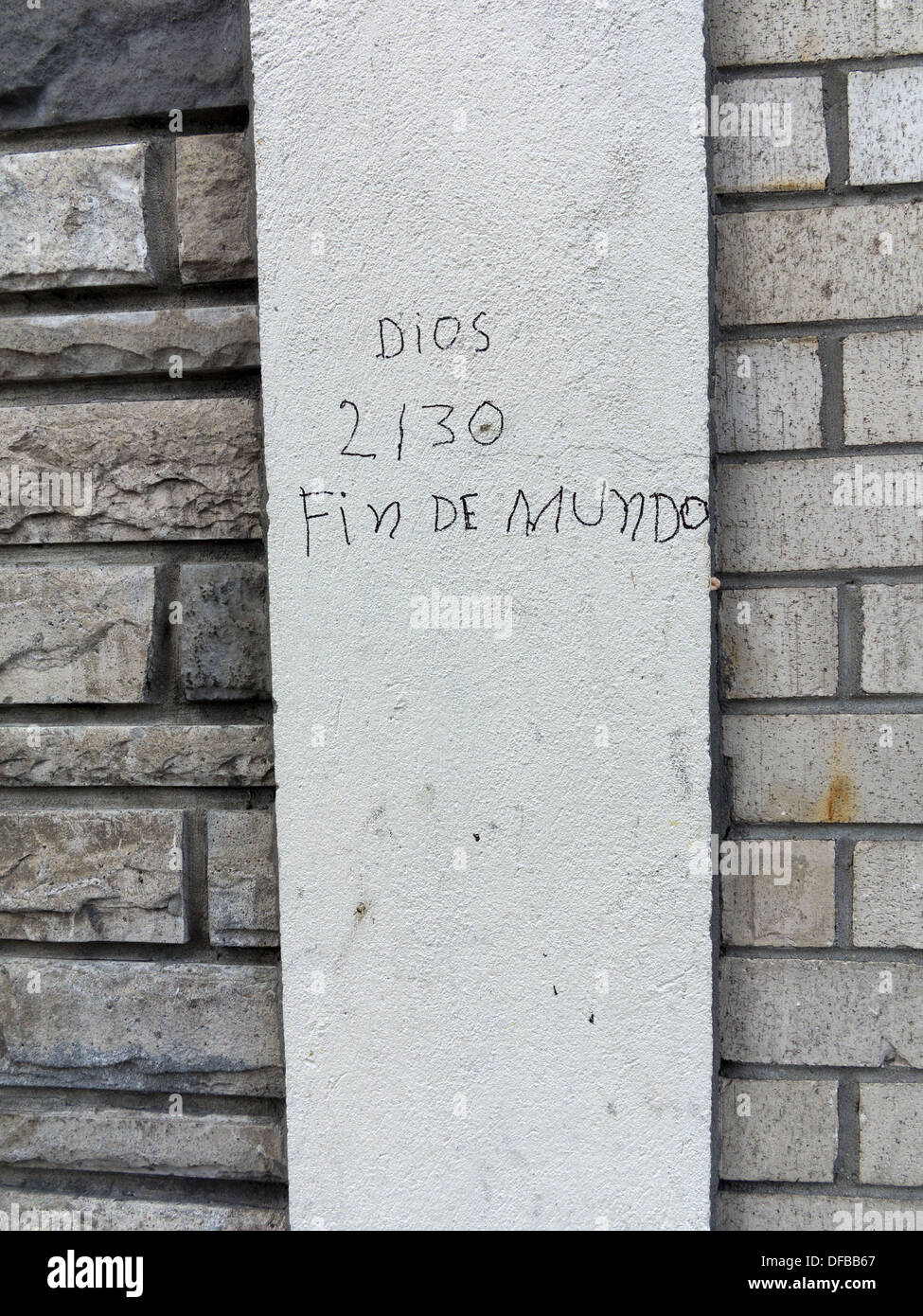 Writing on the wall on E.125th St. in Harlem predicting, in Spanish, the date of the end of the world. - Stock Image