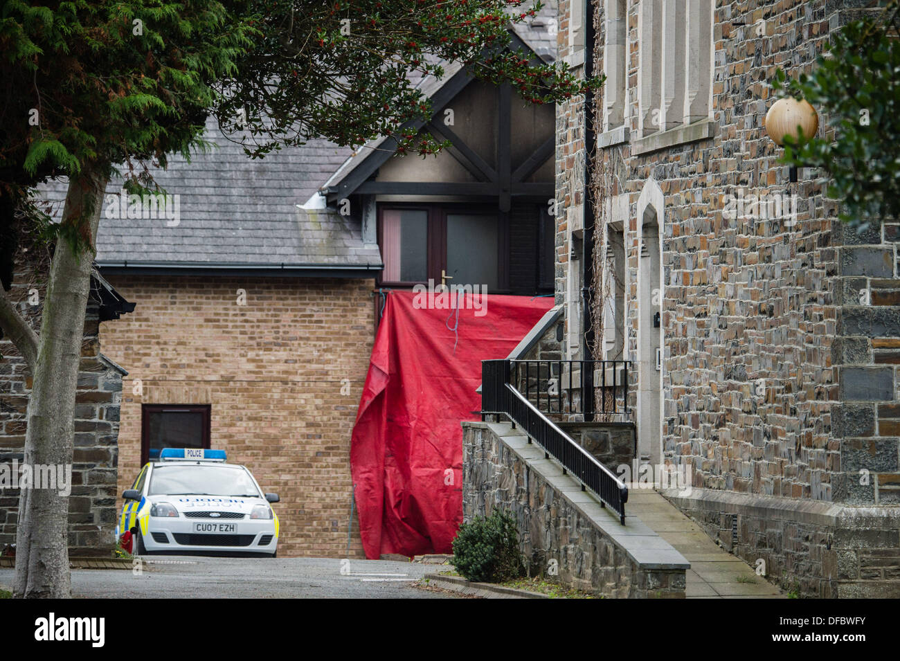 Aberystwyth, Wales, UK . 02nd Oct, 2013. An elderly woman , believed to be in her 70's, has died in a fire at her flat in the Glyn Padarn sheltered housing complex, Llanbadarn Aberystwyth UK, operated by Tai Cantref housing association The emergency services were alerted at 8.30pm on Tuesday night and evacuated all the remaining 27 residents , 25 of whom were allowed back into their properties at 2.00am this morning, with only the occupants go the two flats adjacent to the fire still not able to return home Aberystwyth Wales UK, Wednesday 2 October 2013 photo © keith morris © keith morris/Alam - Stock Image