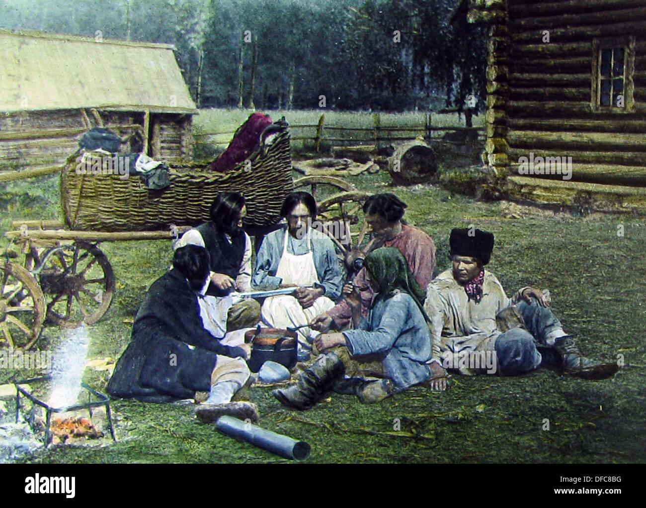 Russian peasant family and a tarantass pre-1900 - Stock Image